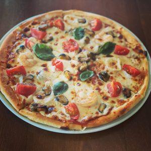 Pizza cu fructe de mare